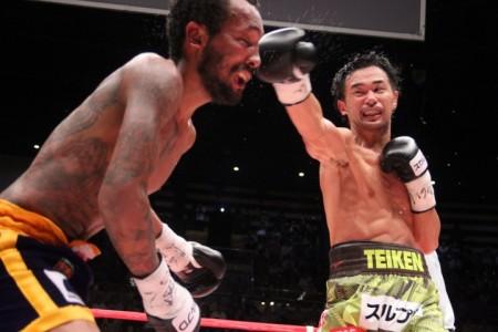 Яманака победил Морено разделенным решением судей